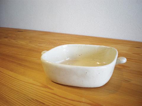 味わいある陶土を手造りで仕上げた 手づくり感のあるグラタン皿です 耳付グラタン角M 毎日続々入荷 白みかげ 超安い