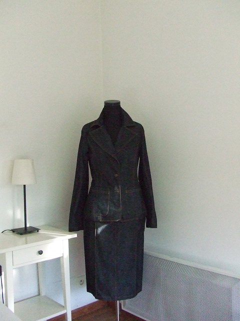 フランス パリ Misaky最新スーツ