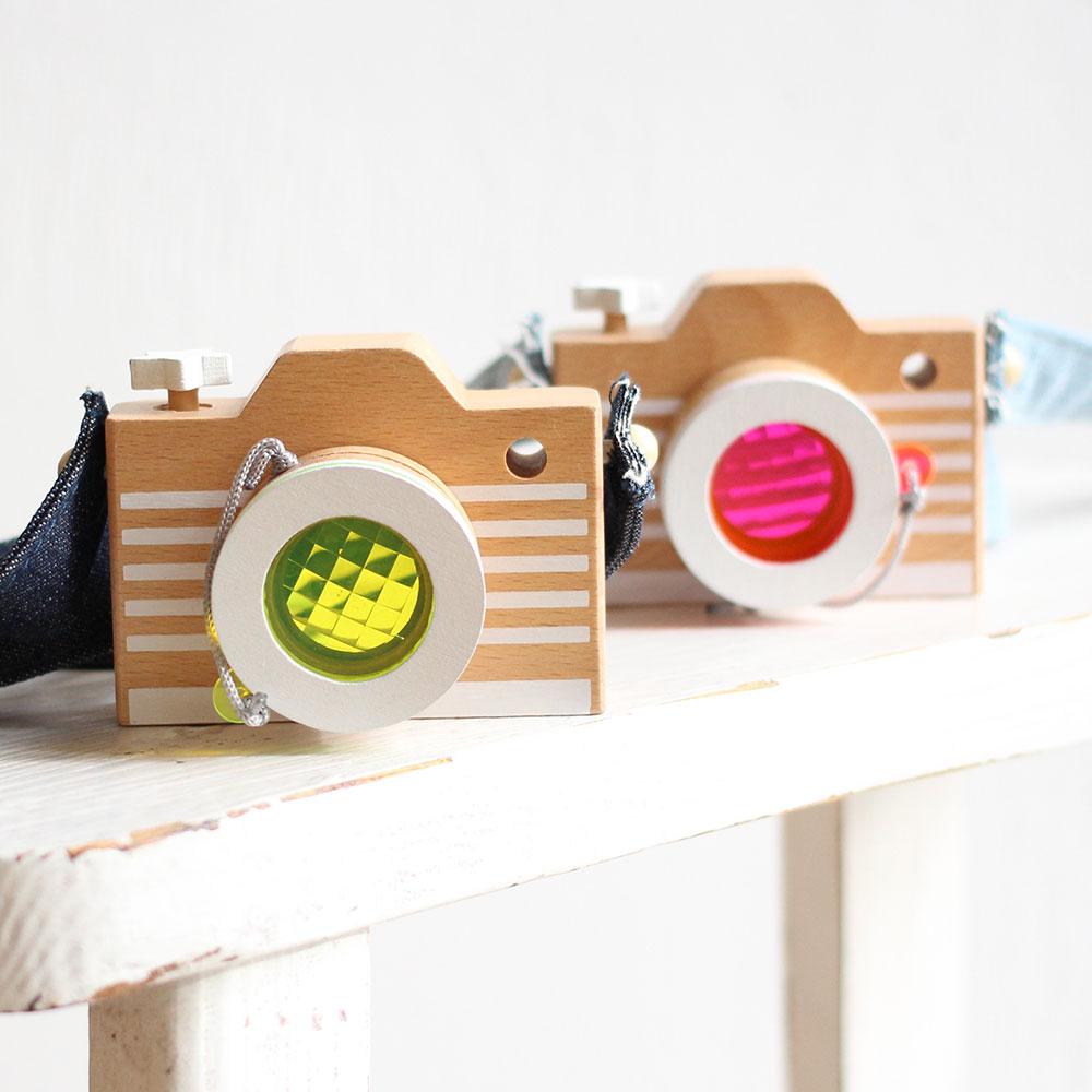 カメラレンズを通すと不思議な世界♪ kiko+ (キコ) camera カメラ(ピンク・イエロー)木のおもちゃ おうち時間 子供 誕生日 1歳 2歳 3歳 4歳 男の子 女の子】出産祝いなどのギフトやプレゼントに人気!