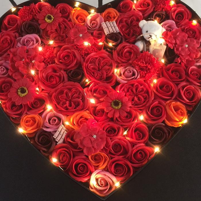 ハート型LEDソープフラワー 送料無料 ソープフラワー 誕生日 プレゼント 退職祝い 花 結婚祝い 石けん 結婚記念日 お祝い 送別会 お見舞い 長寿祝い 還暦 古希 ディスプレー ウェディング ウエルカムボード