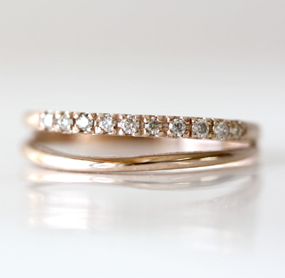 ★K18ゴールド天然ダイヤモンド計0.10ctウェーブダブルリング