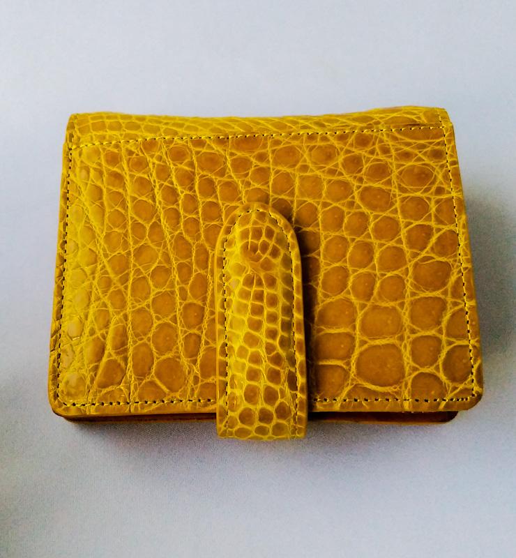 【送料無料】クロコダイル革 二つ折り ベルト付 ウォレット color:イエロー【財布】