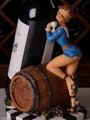 ワインボトルホルダー ワイングラスを持ったセクシー美女 (ブルーのワンピース)