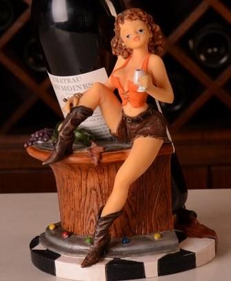 おしゃれなワインホルダー ワインスタンド オブジェ インテリア ワインボトルホルダー ワイングラスを持ったセクシー美女 (イエローのショートパンツ)