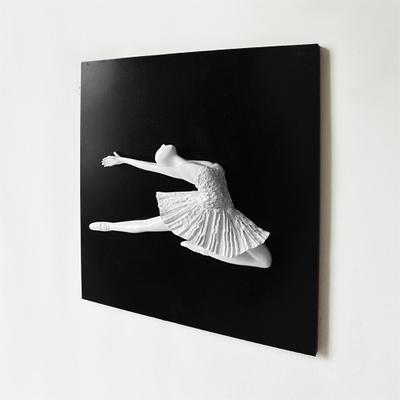 壁掛けオブジェ アートパネル バレリーナ 石膏像風 モダン (ジャンプ)