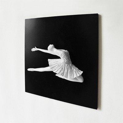 【訳あり】壁掛けオブジェ アートパネル バレリーナ 石膏像風 モダン (ジャンプ)