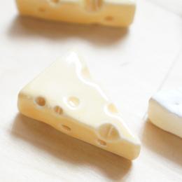 朝食 パスタ時やチーズ好きな方にあわせて穴あきがカワイイチーズ 箸置き チーズ1個 陶器 エメンタールチーズ 美濃焼 定形外郵便発送可 はしおき ;かわいい 人気の製品 レスト ☆送料無料☆ 当日発送可能 箸おき おもしろい カトラリー おしゃれ