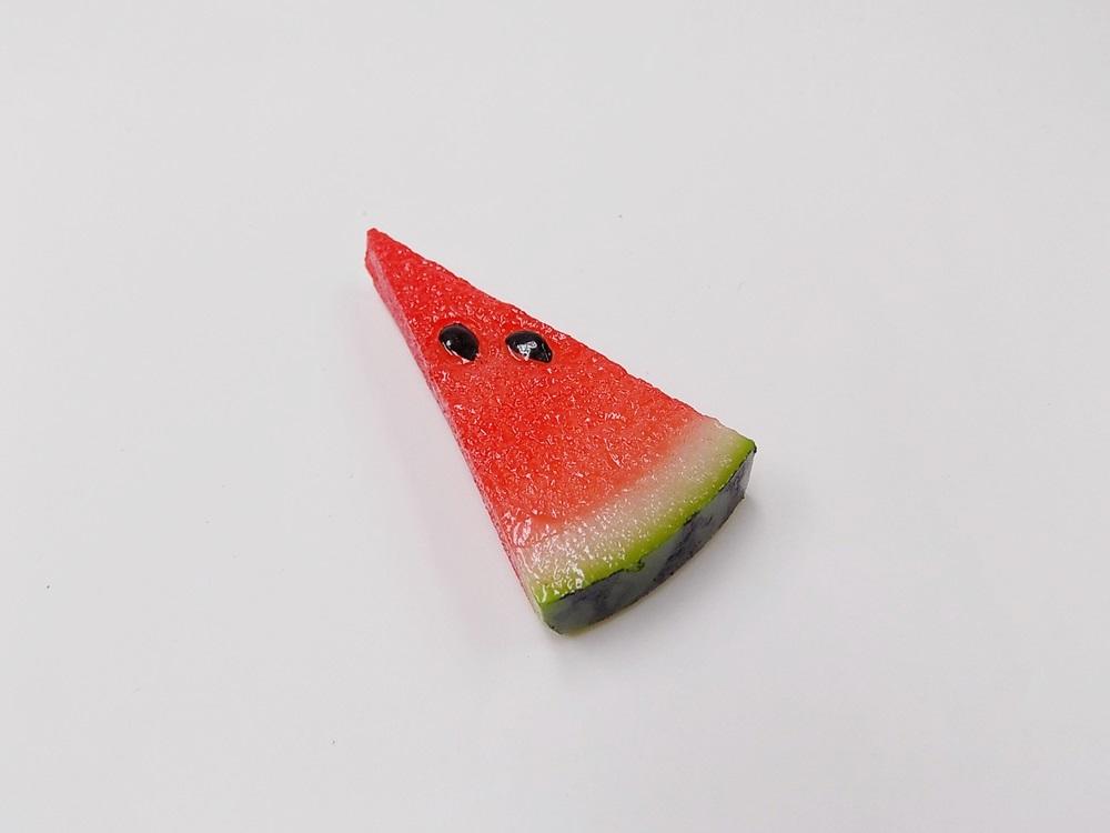 食品サンプル マグネット 定番の人気シリーズPOINT ポイント 入荷 スイカ 小 再再販 B 夏の定番赤のシャリっとした見た目は本物そっくりなマグネットです