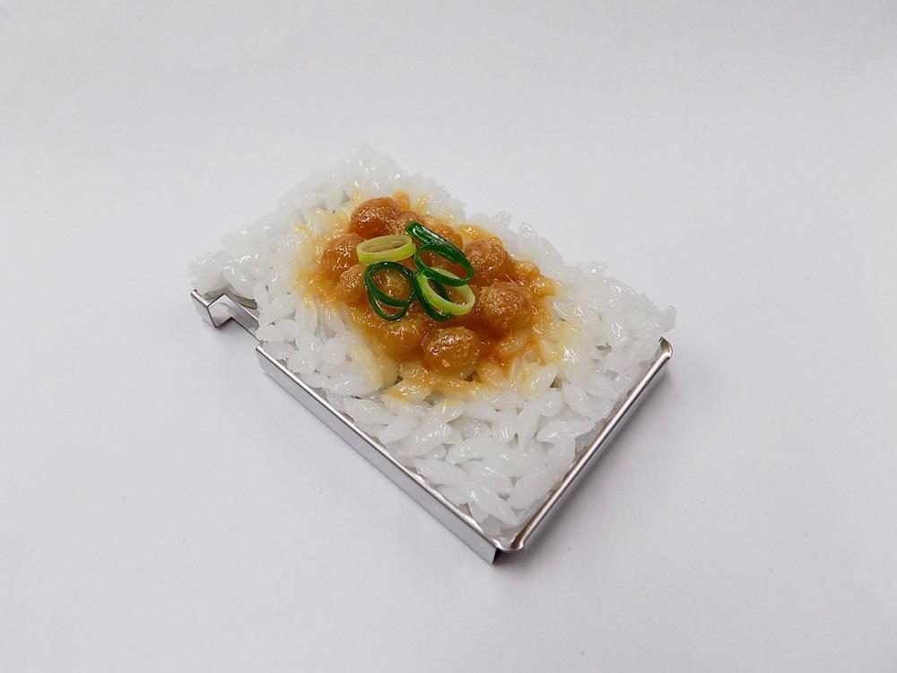 食品サンプル ミンティアケース 買い取り 受注生産品 納豆が白のご飯と合い美味しそうなミンティアケースです 納豆ご飯