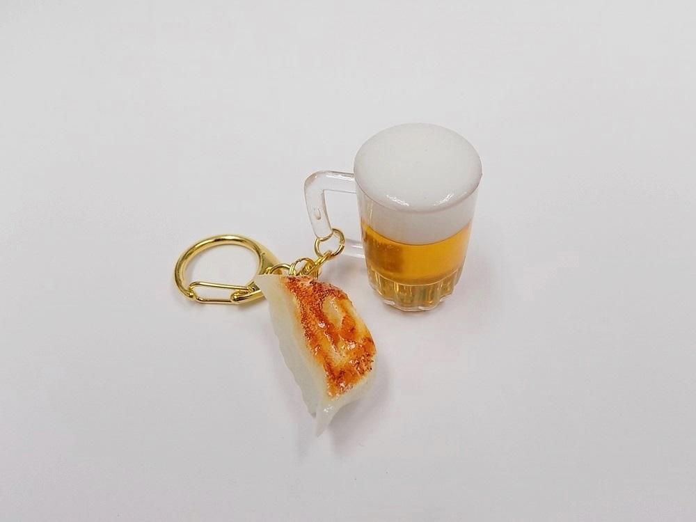 食品サンプル 新発売 新生活 キーホルダー ビール 餃子ミニ付 ミニ ビールと餃子のコンビネーションかわいいキーホルダーです