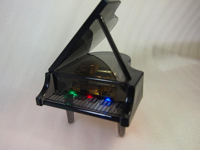 LED 内臓 毎日がバーゲンセール 7色に光りながらオルゴールを演奏 ピアノ型オルゴール スケルトンブラック G-6304 業界No.1 18弁 BKB