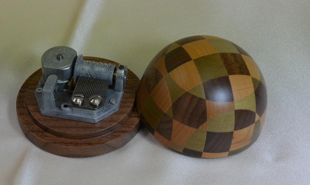 リュージュ  18弁オルゴール(寄木細工) ドーム型 [送料無料]