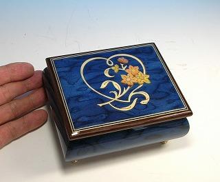 ロマンス社(スイス)22弁オルゴール ハートと花模様 象嵌(ブルー) RX2659-L01 [送料無料]