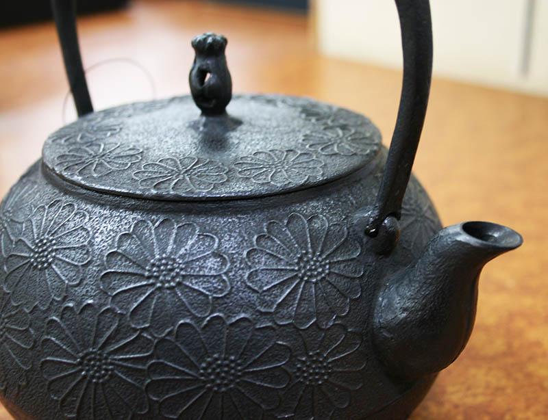 鉄瓶 「珠玉型 菊」1.6L