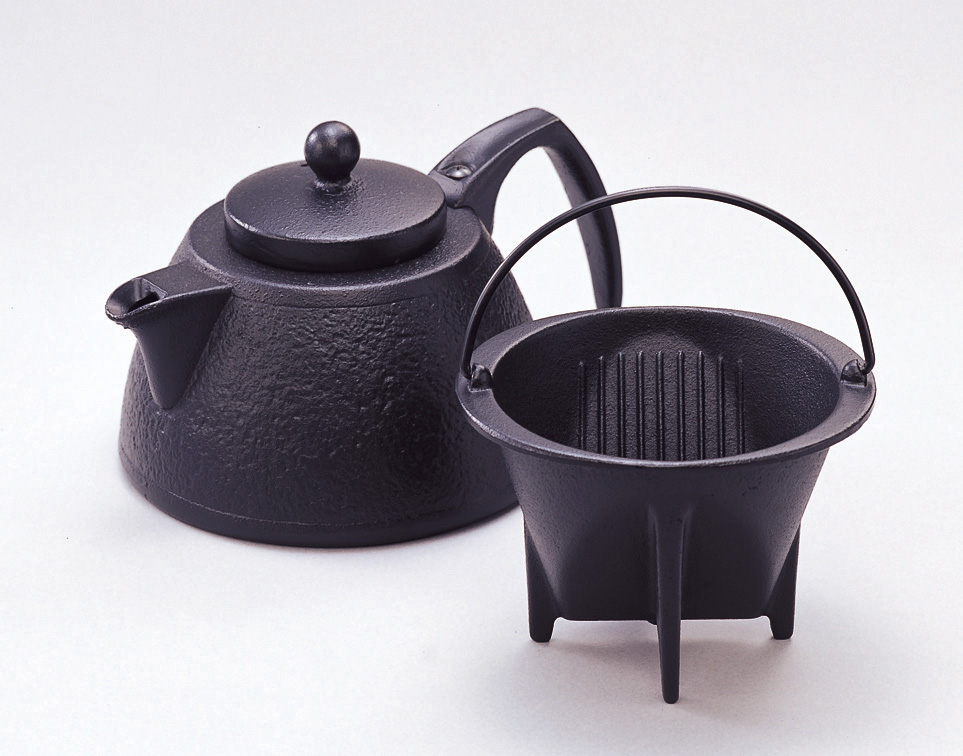 まるで高級カフェのよう!深いあじわい南部鉄器のコーヒーポット(岩鋳)