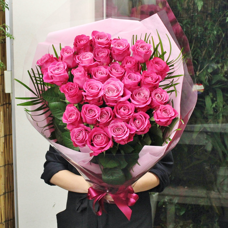 至極の赤いバラの花束、ピンクバラ(薔薇)30本の花束。特別な赤いバラとピンクバラからお選びください。特別なプレゼントや、プロポーズなどにお贈りくださいませ。