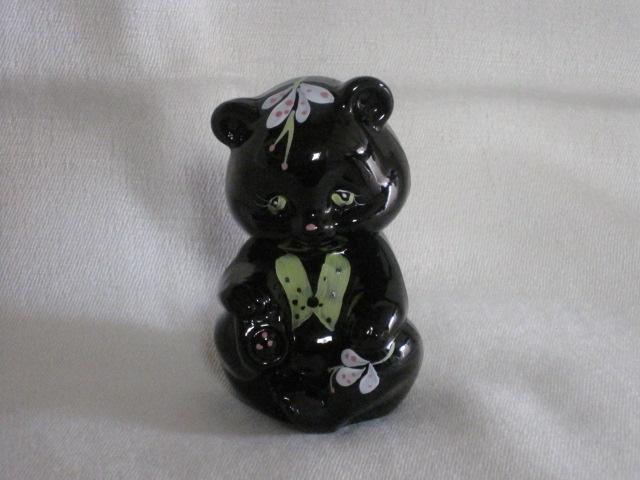 フェントン 真っ黒ガラスに花柄の小熊フィギュア