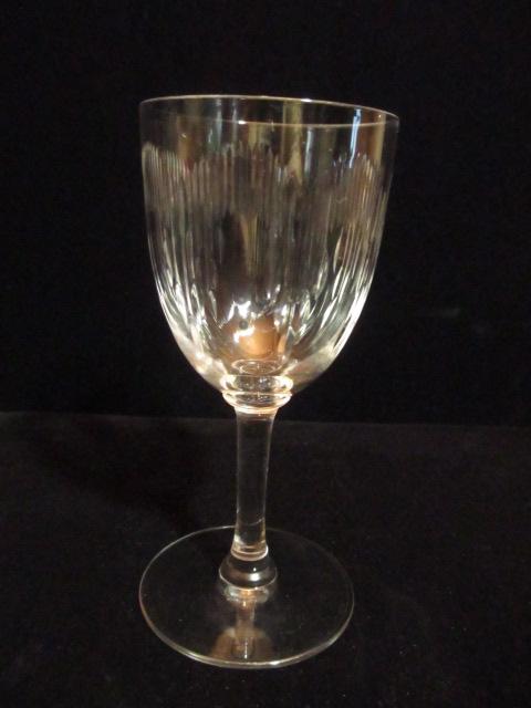 【オールド・バカラ】 カーテンのような波打つカットの白ワイン向けのワイングラス【Moliere】