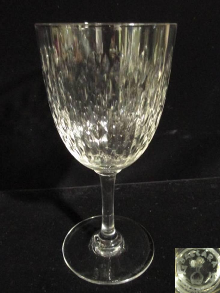 【バカラ クリスタル】 木の葉状のリーフカットが素敵な赤ワインサイズのワイングラス【Paris】