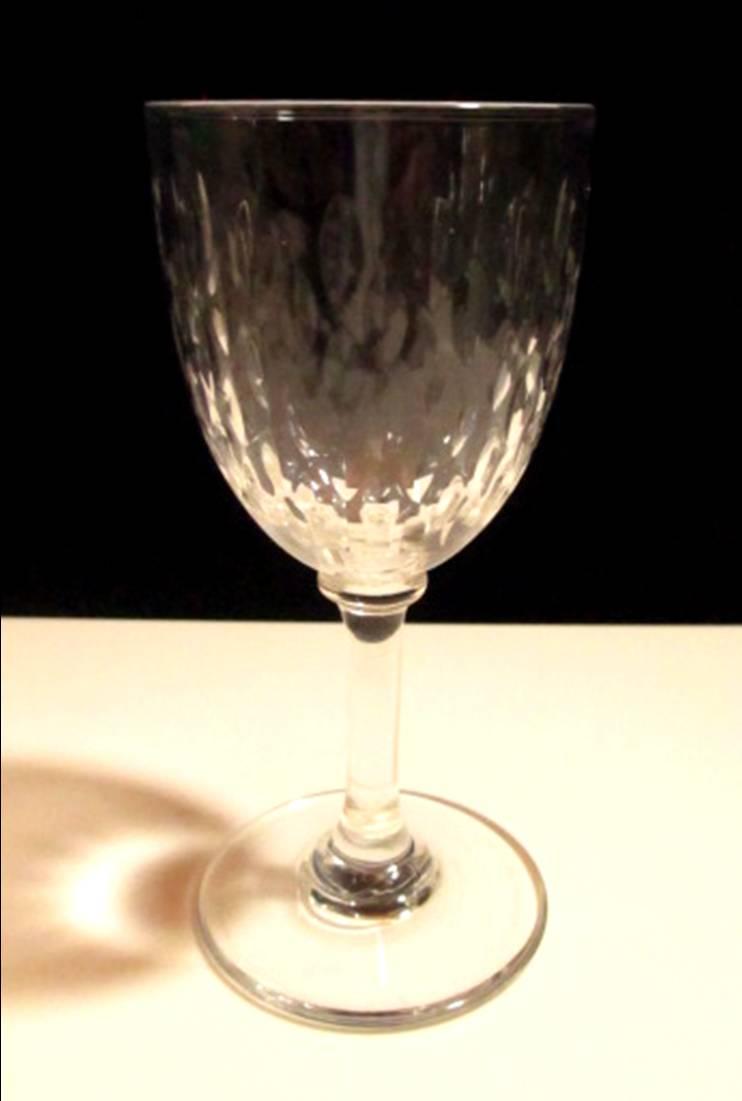 【オールド・バカラ】 木の葉状のリーフカットが素敵な小さめのワイングラス【Paris】