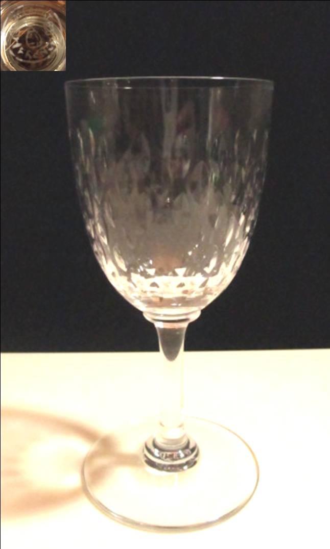【バカラ クリスタル】 木の葉状のリーフカットが素敵な白ワインサイズのワイングラス【Paris】