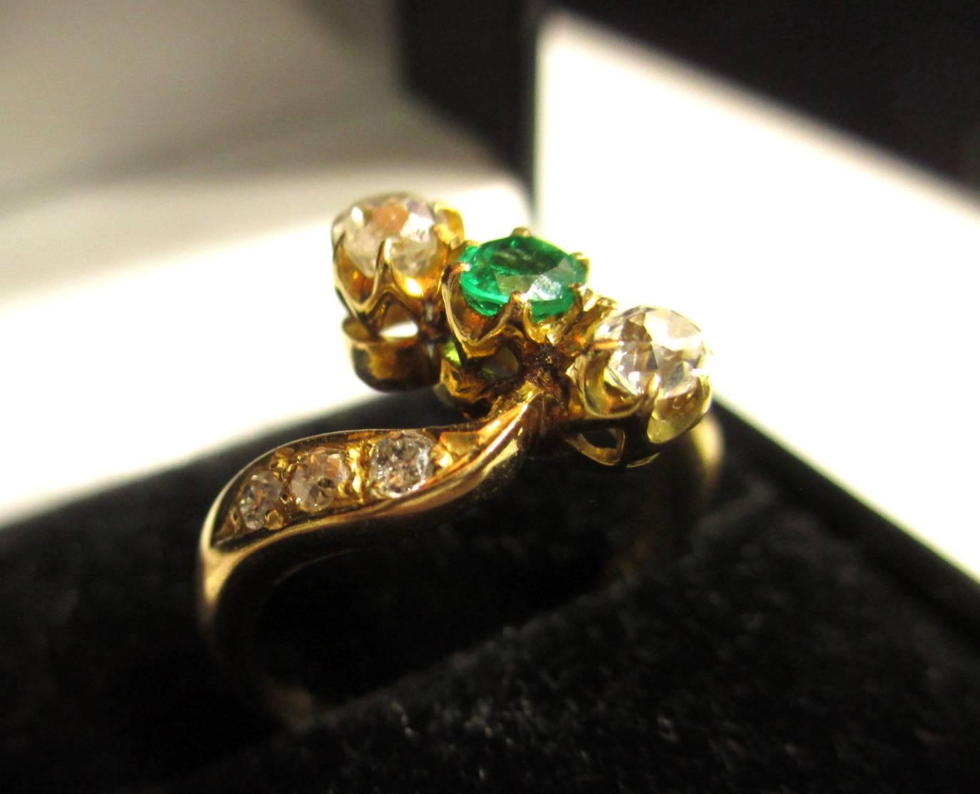 【アンティークリング】エメラルドとダイヤを使ったと14Kの指輪