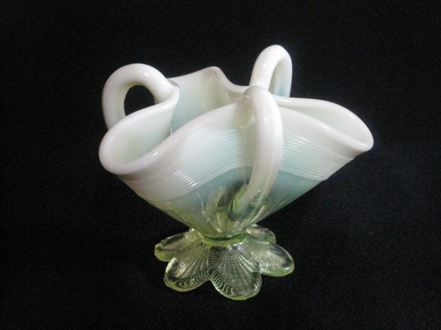 【アンティーク ウランガラス】 不思議な形の英国製花瓶