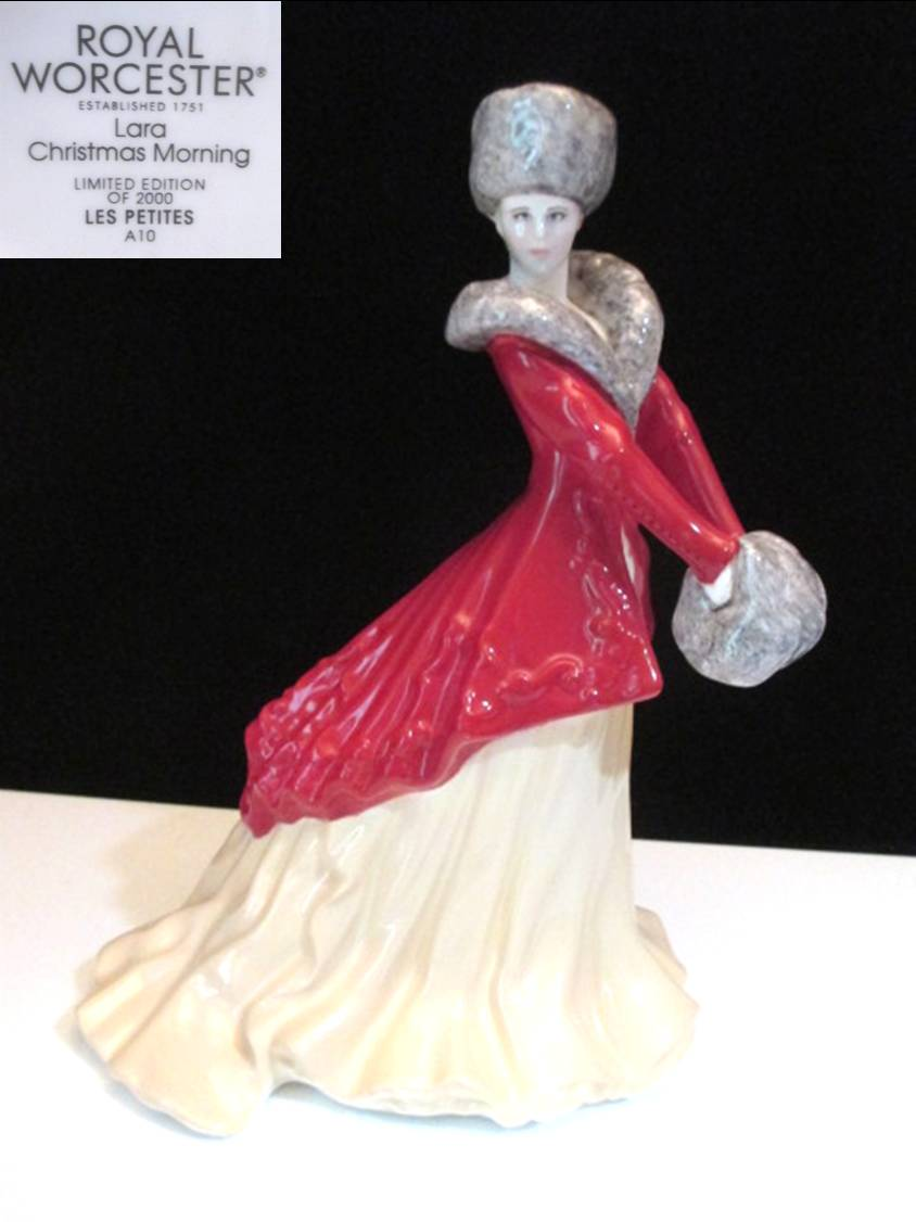 Royal Worcesterの毛皮の帽子と赤いコートが可愛い女性のフィギュリンです 男女兼用 海外並行輸入正規品 ロイヤル ウースターレディ Morning フィギュリン Lara Christmas