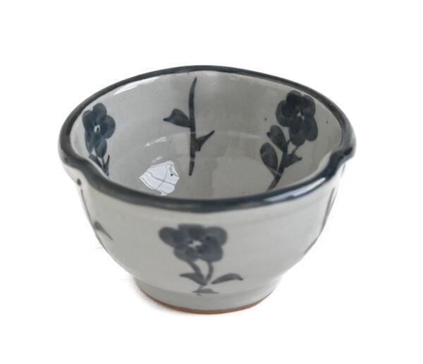 2020A/W新作送料無料 美濃焼 藍の可愛いお花 使い易い大きさ 小鉢 ボウル ご飯茶碗 新作多数 色々に使える小鉢 汁椀