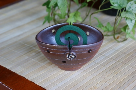 未使用品 おもてなしに 焼き締め 香立て 定番スタイル 蚊取り線香にも 桜 楕円 梅香鉢