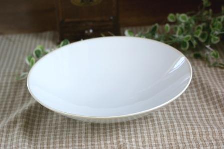 アメリカの著名なデザイナーによるデザイン ■リンドスタイメスト■ストーンウェアー■パールホワイト パスタ皿■ しろい 白い 白い器 ホワイト 白い食器 高級白磁 大好評です 白い陶器 ギフト
