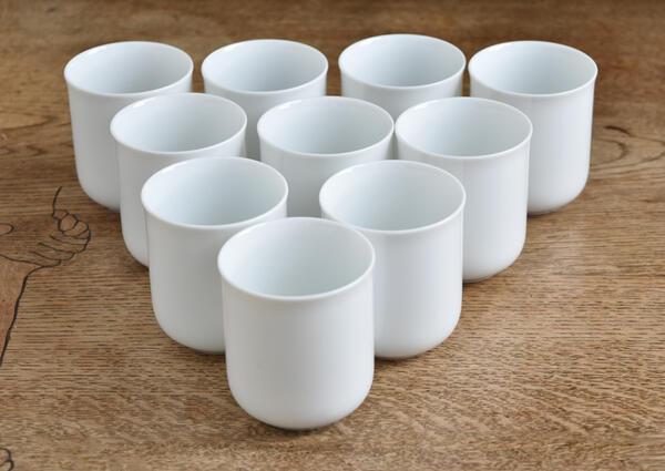 気品の美しさ お茶の色味が映えます 10個セット ◇限定Special Price 高級白磁 薄手で上品 切立 まっしろ 湯飲み 白い食器 フリーカップ 湯のみ 白い陶器 しろい 白い器 白い 新生活 ホワイト