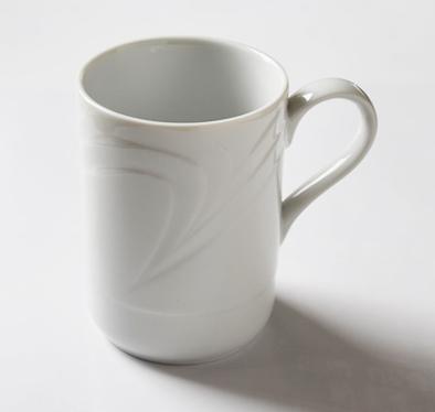 気品が漂う アウトレット ROYAL WHITE ロイヤルホワイト のびやかな波のレリーフ 受賞店 マグカップ 330cc 高級白磁 ホワイト 白い 白い陶器 期間限定 しろい 白い食器 白い器
