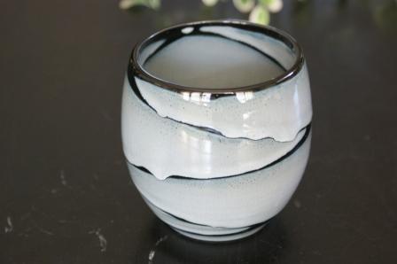 アジアで人気 美濃焼き 手描きの 雲の井 ブラック 黒 買取 激安格安割引情報満載 ほっこりまるい アジア茶 湯飲み 湯のみ フリーカップ