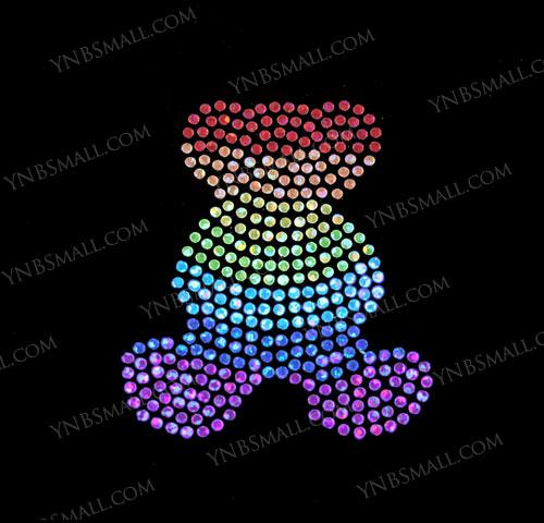 世界の人気ブランド スパングル スパンコールモチーフシート クマ〔にじ色〕 通常便なら送料無料 アイロン ホットフィックス YSP333 Mサイズ