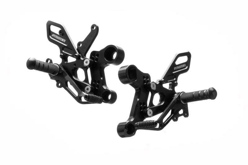 STRIKER スペシャルステップキット 6ポジション(ブラック)/MT-09/SP(14-18年)・XSR900(16-18年 ) SS-AA2124B2