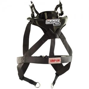 USAシンプソン四輪ハイブリッドプロSAS (シートベルトアンカーシステム)SFI 38.1 NASCAR 公認SIMPSON HYBRID PRO SAS着用例。実際の商品は画像とは多少違うことがございます。ヘルメットは付属しません。