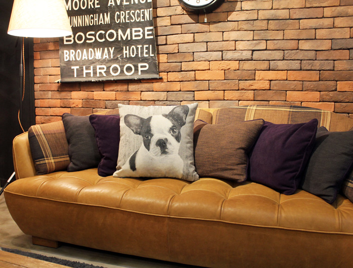 There Is No Sense Of Incongruity Even If I Display It On The Favorite Sofa,  The Cushion.