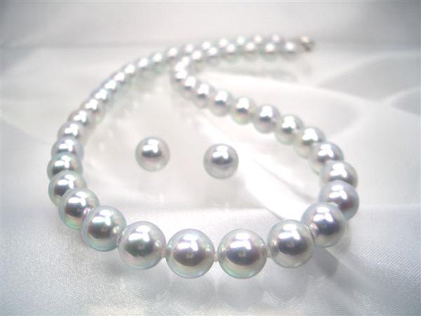 どこにも負けない、巻きあつ0.6mm以上の大変希少な1品!最高級真多麻アコヤ真珠ネックレスセット(真多麻鑑別書付)(1)イヤリング  (2)ピアス   ギフト プレゼント