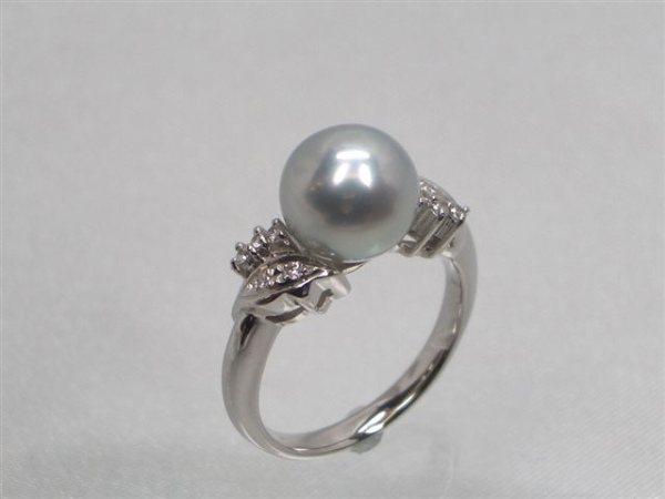 Pt高級真多麻アコヤ真珠ダイヤ入りリング ダイヤ0.09ct パール 約8.5mm