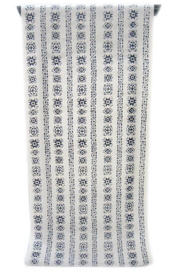 :::: 伝 統 の 注 染 ゆ か た ::::縦横に太い糸を混ぜた縞模様の変わり織り   生成りにオリエント調花唐草文様柄(反物)◇ お仕立て(国内手縫い)¥11,000(税別)で承ります。