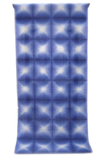 :::: 伝 統 の 絞 り 染 め ::::京都老舗 絞染専門製造卸  謹 製   「 板締め絞り 」  瑠璃色 雪花柄 (反物)   紀州備長炭繊維交織 綿麻変わり織り 微塵縞◇ お仕立て(国内手縫い)¥12,000(税別)で承ります。