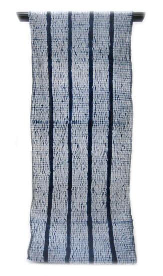 :::: 伝 統 の 絞 り 染 め ::::誇り高き日本の匠技に賞賛を   伝承の技を贅沢に「変わり杢目絞り」縞取り柄(反物)◇ お仕立て(国内手縫い)¥15,000(税別)で承ります。【 幅出し加工・藍止め加工含みます。】