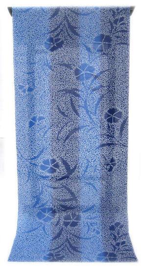 :::: 伝 統 の 捺 染 ゆ か た ::::ほんのり透け感 縞模様の変わり織り   瑠璃色を濃淡に染めた太縞 泡に浮かぶような撫子の陰柄(反物)◇ お仕立て(国内手縫い)¥11,000(税別)で承ります。