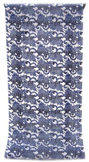 :::: 伝 統 の 捺 染 ゆ か た ::::ほんのり透け感 縞模様の変わり織り   白地に紺濃淡ぼかし色 琉球紅型調牡丹唐草柄(反物)◇ お仕立て(国内手縫い)¥11,000(税別)で承ります。