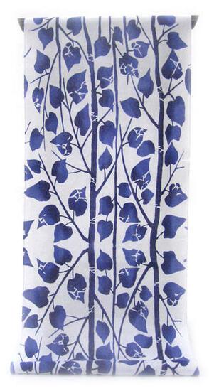 :::: 伝 統 の 注 染 ゆ か た ::::清涼感あふれる純白の木綿に   紺青の濃淡ぼかし 縞模様に並ぶ木の葉柄(反物)◇ お仕立て(国内手縫い)¥11,000(税別)で承ります。