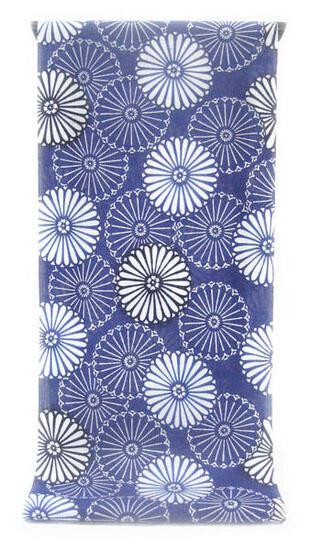 :::: 伝 統 の 注 染 ゆ か た ::::ほんのり透け感 縞模様の変わり織り   瑠璃紺色に凛々しく咲き競う重陽菊柄(反物)◇ お仕立て(国内手縫い)¥11,000(税別)で承ります。