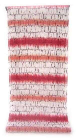 :::: 伝 統 の 捺 染 ゆ か た ::::極上の肌触りで着心地さらっと綿紅梅   朱と紅が交互に並ぶ 絞り染め風横段縞柄(反物)◇ お仕立て(国内手縫い)¥11,000(税別)で承ります。