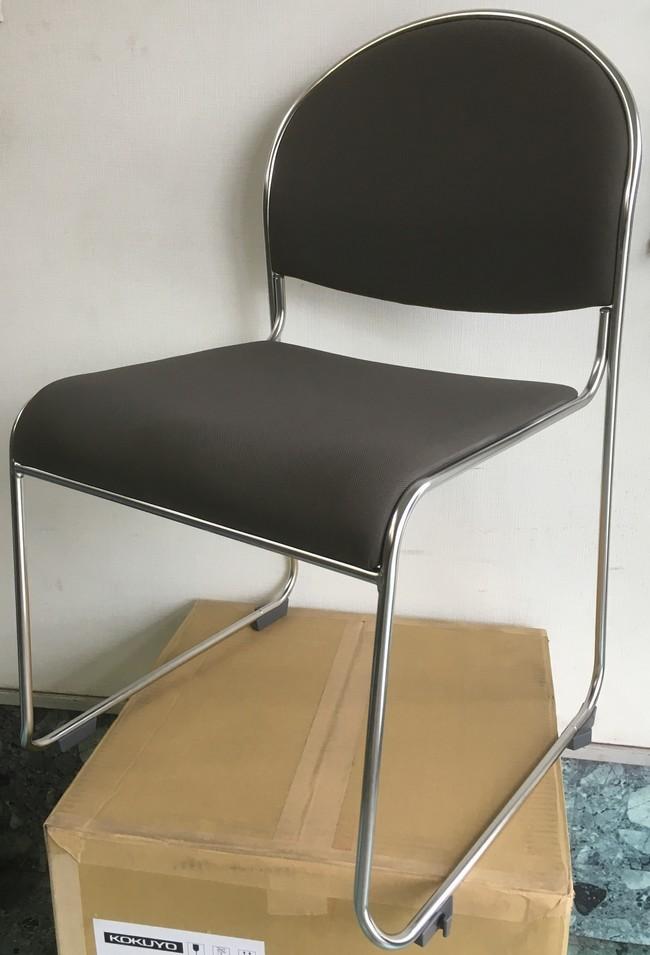 【在庫処分品・新品】 コクヨ ミーティングチェア背・座:布張り(ローアンバー)座のクッション材がメッシュ素材なので座り心地が良いです!