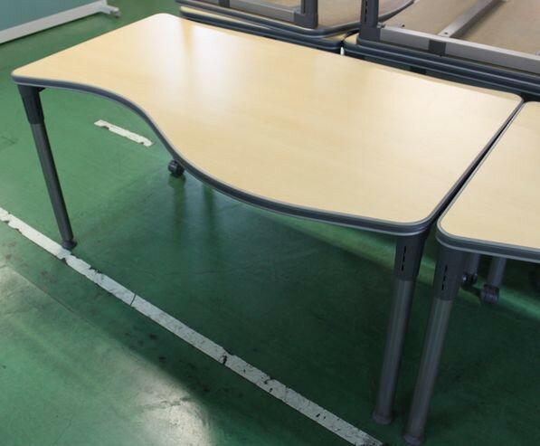 オカムラ クリエイティブテーブルW1200,D800,H700ミリ【中古】
